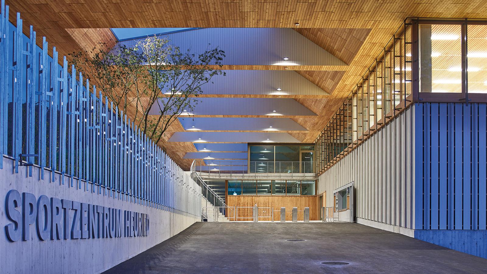 Sportzentrum Heuried Eingangsbereich (© Theodor Stalder, Zürich)