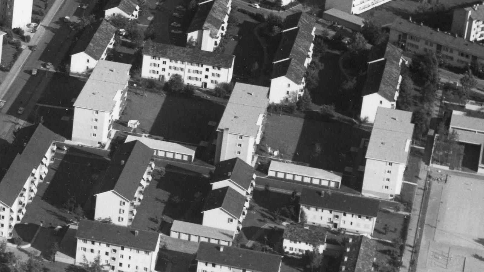 Wohnsiedlung im Jahre 1962. Blick nach Süden. Die Luchswiesenstrasse ist in der oberen linken Ecke sichtbar.